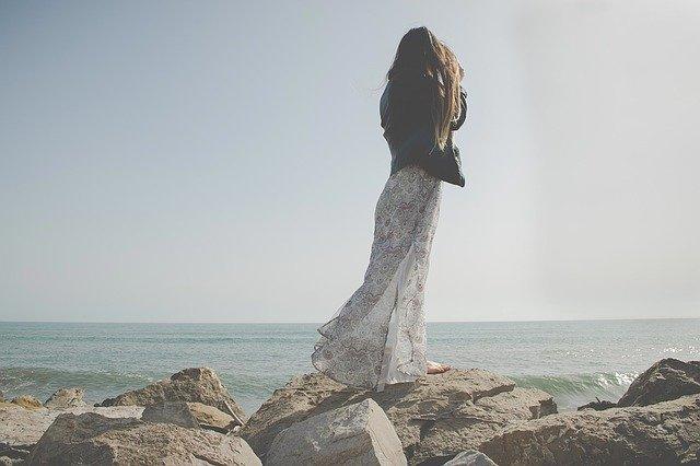 długa sukienka stylizacje